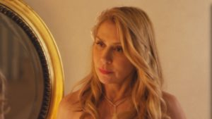 olivia-mirror-shot